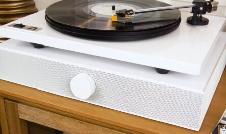 andover-audio-spinbase-review:-an-all-in-one-speaker-system-for-your-turntable