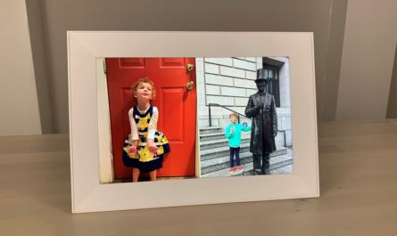 aura-carver-review:-this-landscape-only-photo-frame-automatically-pairs-portrait-images