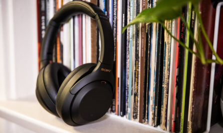sony-wh-1000xm4-review:-our-favorite-noise-cancelling-headphones-get-minimal-but-welcome-upgrades