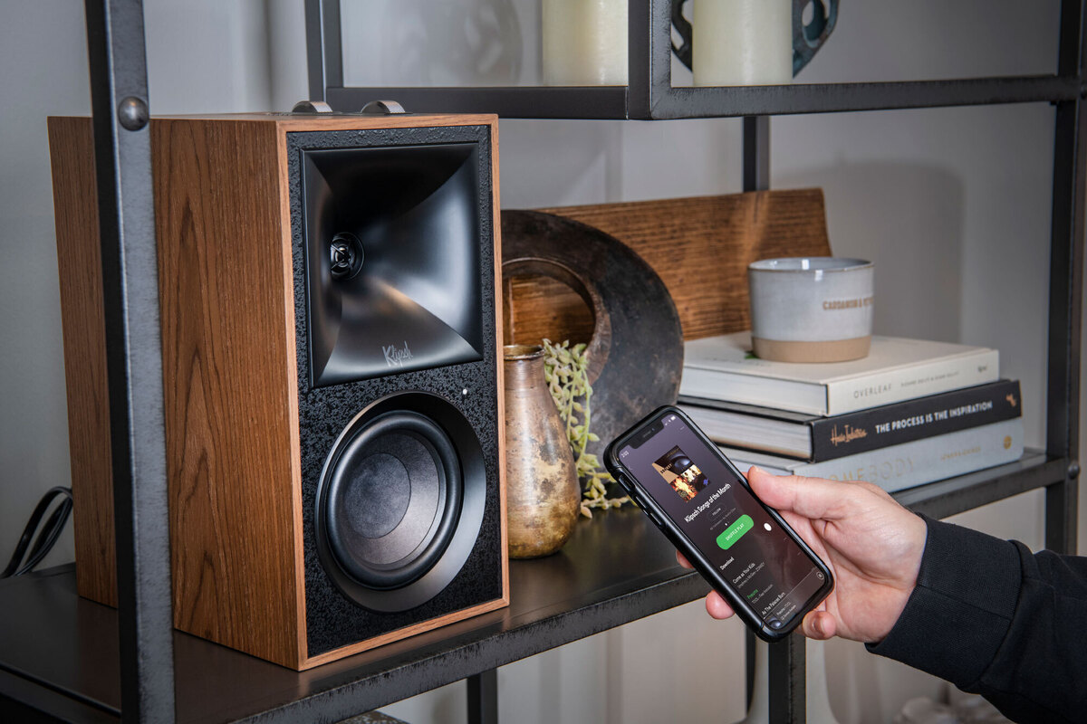 klipsch-the-fives-review:-these-bluetooth-bookshelf-speakers-deliver-smooth,-refined-sound