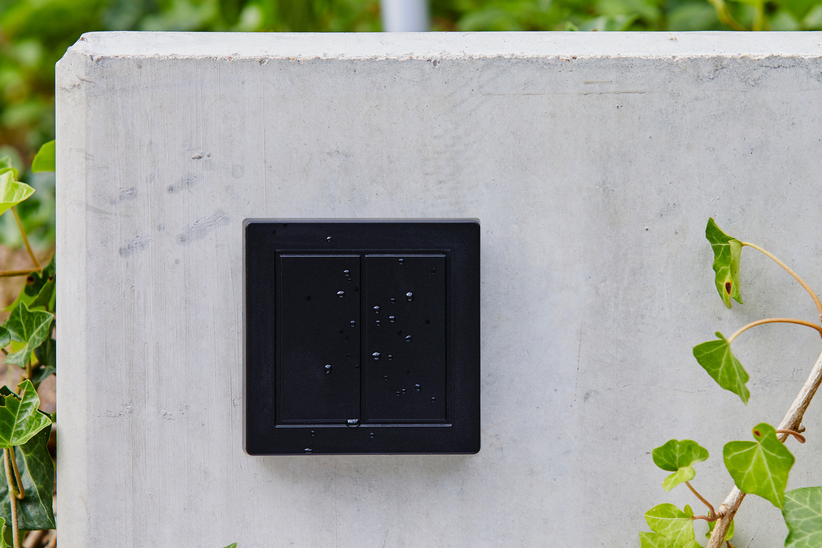 senic's-wireless-outdoor-switch-can-control-everything-from-philips-hue-lights-to-sonos-speakers