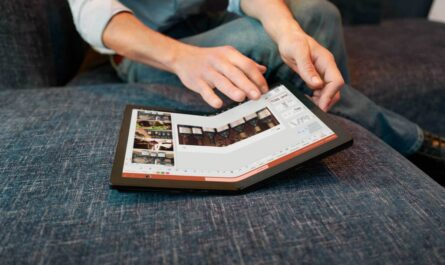 the-first-foldable-pc-is-here:-lenovo-thinkpad-x1-fold-goes-on-preorder
