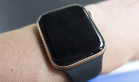 apple-watch-se-review:-back-to-basics-with-a-blank-screen