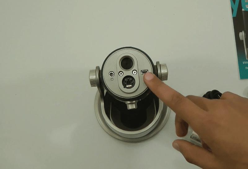 The Blue Yeti Pro has a 5-pin socket