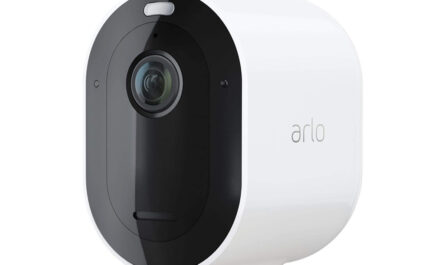 arlo-pro-4-security-camera-review:-wireless,-2k-resolution,-and-a-built-in-spotlight