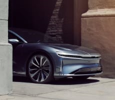 Lucid Air Dream Edition Luxury EV Stomps Tesla Model S With EPA-Rated 520-Mile Range